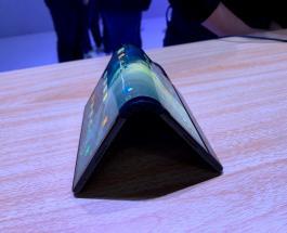 Гибкий гаджет презентовали в Китае: смартфон превращается в планшет легким движением руки