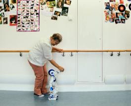 Новые технологии вытесняют рабочих: во Франции проводят эксперимент с роботами-опекунами