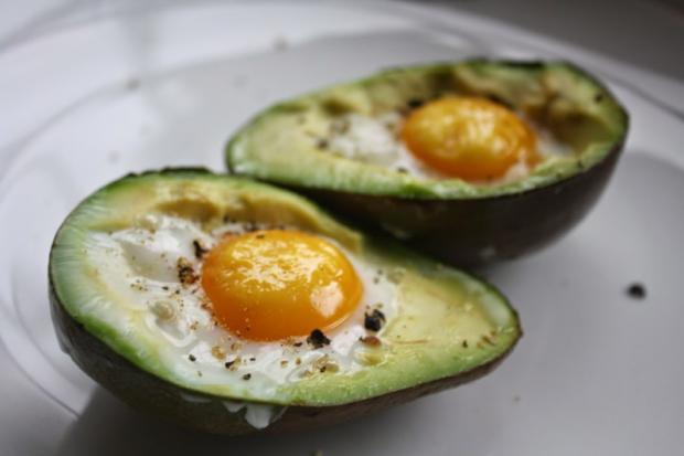 авокадо и яйца
