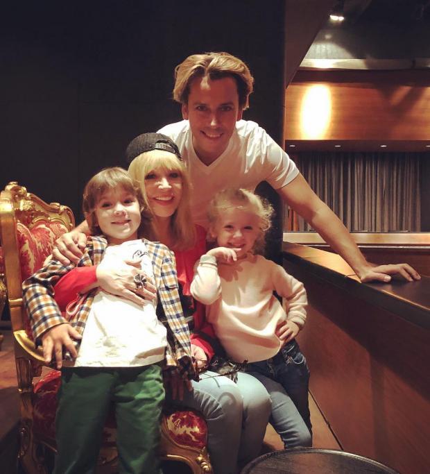 Пугачева с семьей