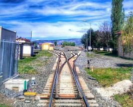 Крушение высокоскоростного поезда в Турции: десятки пассажиров пострадали есть погибшие