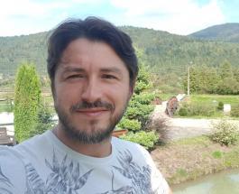 Сергей Притула показал красавчика-брата: шоумен рассказал о семейных традициях