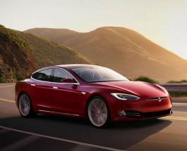 Видео-хит: блондинка на АЗС пытается  заправить бензином Tesla Model S