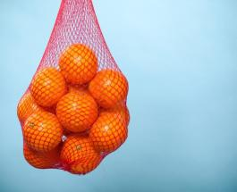 Знаете ли Вы: почему апельсины в супермаркете хранятся в ярко-красной сетке