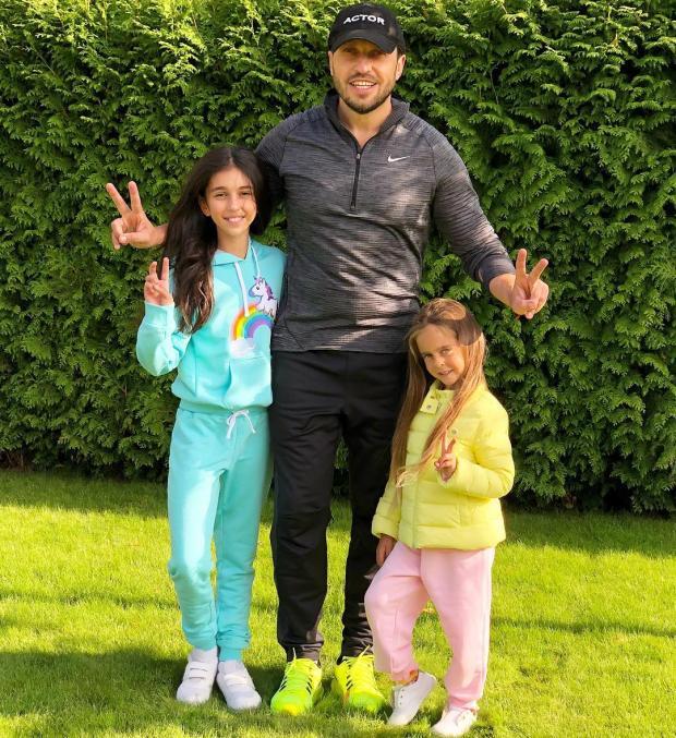 Александр Ревва с дочками