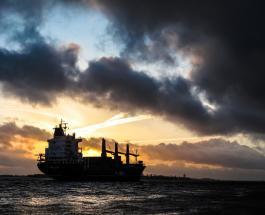 В Керченском проливе горят два судна: причина и последствия аварии на воде