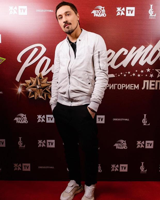 «Без бороды вообще говоря неузнать»: Дима Билан удивил сменой стиля