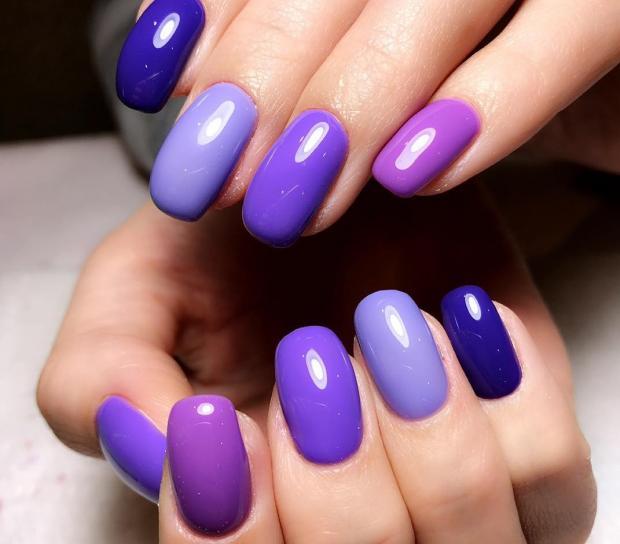 Роскошный фиолетовый маникюр: варианты украшения ногтей для смелых