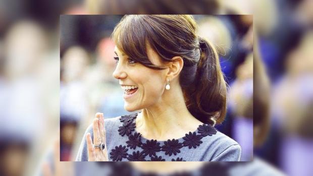 Кейт Миддлтон очаровала стильным нарядом вовремя официального визита: эффектные фото