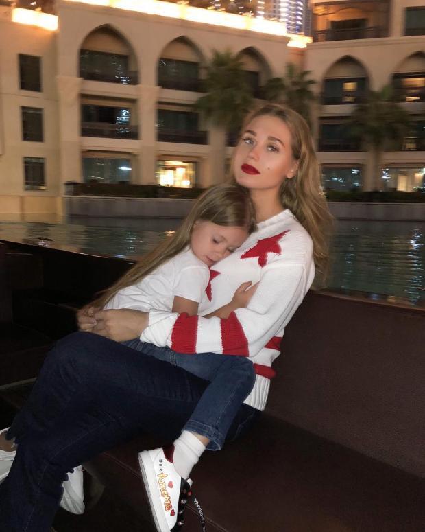 Кристина Асмус с дочкой