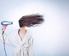 Здоровье и уход: почему вредно спать с мокрыми волосами