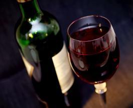 Влияние алкоголя на кожу лица: красным вином лучше не злоупотреблять