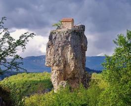 Столп Кацхи в Грузии: пристанище монаха-отшельника и закрытая территория для женщин