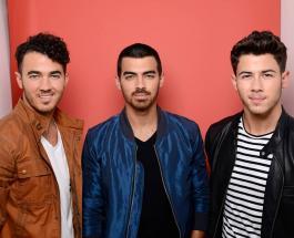 """Jonas Brothers – """"Sucker"""": бойсбенд презентовал новый клип с Софи Тернер и Приянкой Чопрой"""