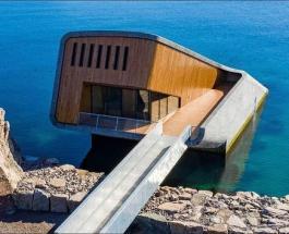 Подводный ресторан открылся в Норвегии: заведение напоминает затонувший корабль