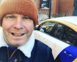 Алексей Кортнев поделился лайфхаком для путешественников: изобретение певца умилило Сеть