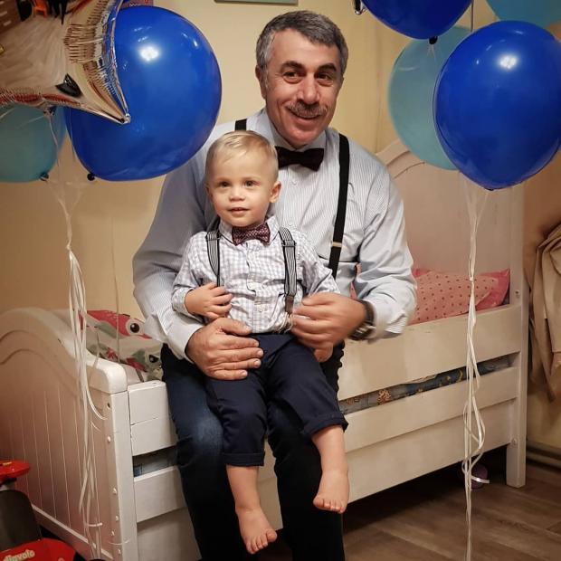 доктор комаровский с внуком