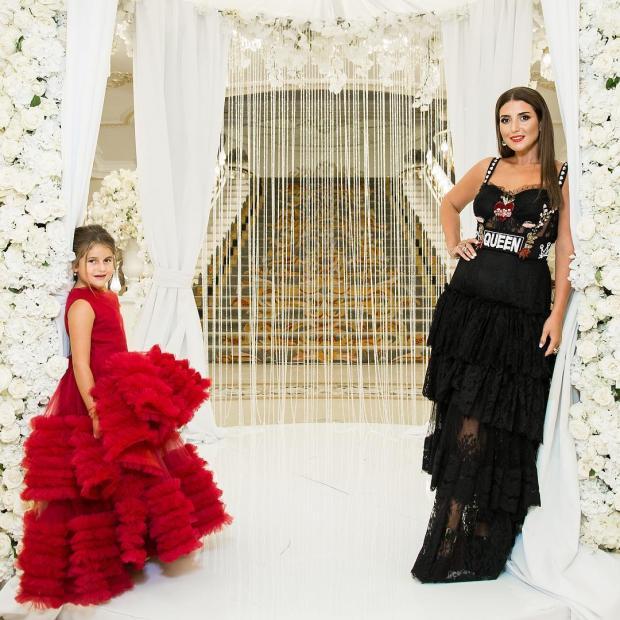 певица Жасмин с дочкой