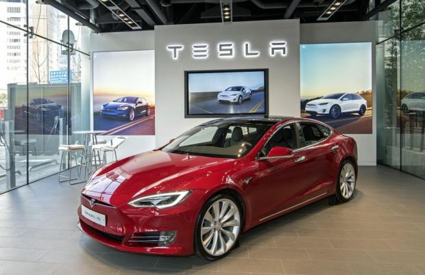 Илон Маск готовит для Tesla новый браузер