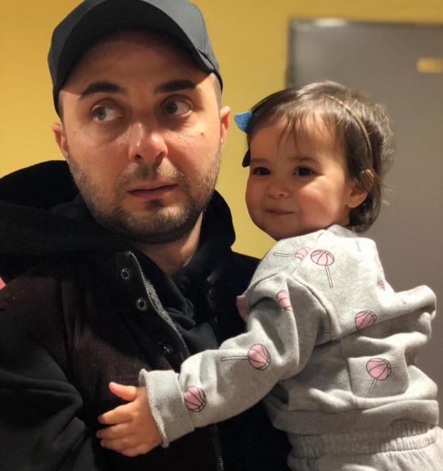 демис карибидис с дочкой