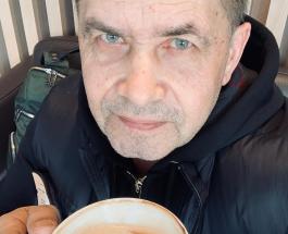 Живописный букет созданный из орехов подарили поклонники Николаю Расторгуеву