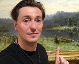 Сергей Безруков живет в обычном загородном доме: особняк актера скромный и уютный