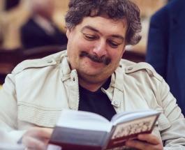 Дмитрий Быков идет на поправку: что известно о состоянии здоровья писателя