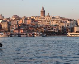 В Стамбуле рухнул четырехэтажный жилой дом из-за оползня