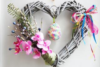 Пасхальные украшения для дома: топ-15 идей красивых праздничных венков