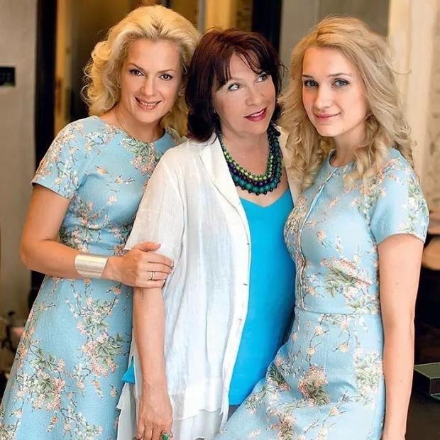 мария порошина с мамой и дочкой