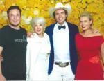 Илон Маск с мамой, сестрой и братом