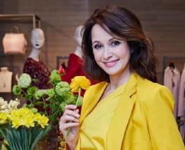 Ольга Кабо в кружевном прозрачном платье показала роскошную фигуру
