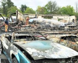В пожаре на съемочной площадке НВО сгорели более 20 редких автомобилей