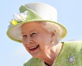 Королева Англии в восхитительном голубом наряде посетила мероприятие British Airways
