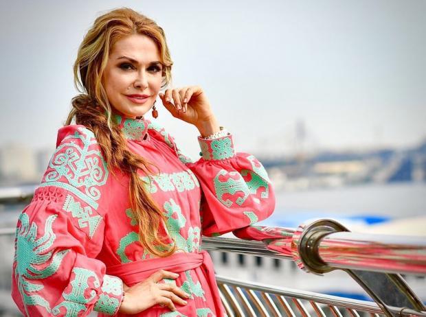 Ольга Сумская показала дочь-выпускницу— Последний звонок