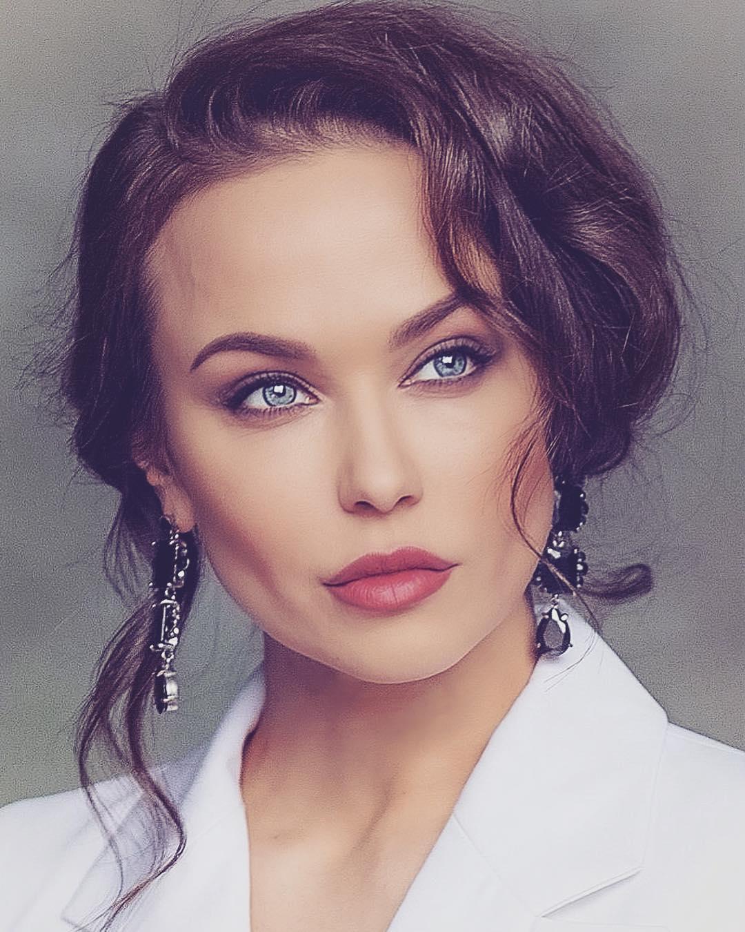 фото база российских актрис капитальном ремонте