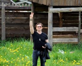 Сергей Безруков собирает урожай: актер показал как проводит выходные на природе