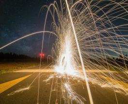 Случай на стройке: водитель самосвала устроил шоу с фейерверком по невнимательности