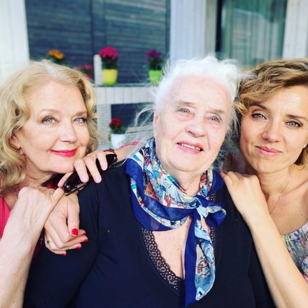 ксения алферова с мамой и бабушкой