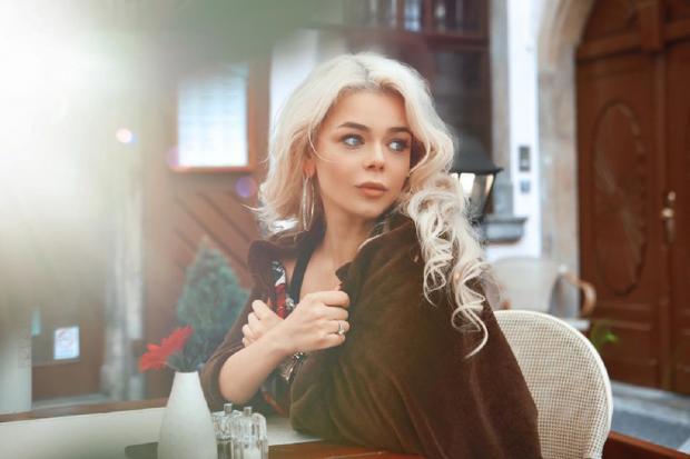 Украинская эстрадная певица Алина Гросу вышла замуж в столицеРФ