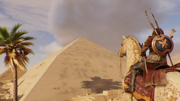 ВЕгипте открыли для туристов неповторимую  «ломаную» пирамиду