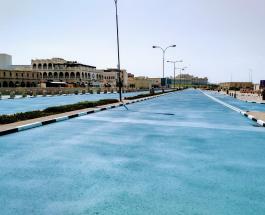 В Катаре асфальт на дорогах красят в голубой цвет: какую цель преследуют власти страны