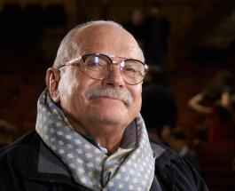 Никита Михалков передвигается на костылях: что случилось с известным режиссером