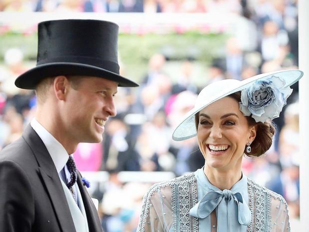 Озорница: принцесса Шарлотта рассмешила публику дерзким жестом