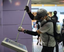 Акции протестов в Гонконге набирают силу: людей обрызгали синей краской - есть пострадавшие