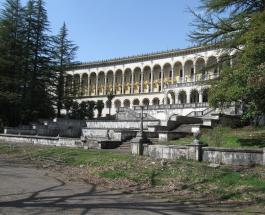 Любимый курорт Сталина превращается в руины: современные фото комплекса Цхалтубо в Грузии