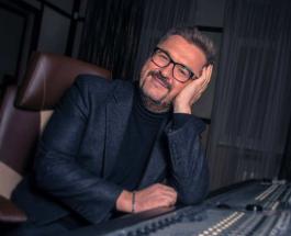 Александр Пономарев готов представить публике свою новую песню но не решается