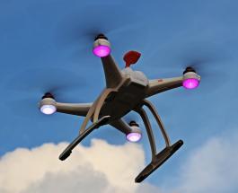 Китайцы знают как привлечь туристов: эффектное шоу из светящихся дронов