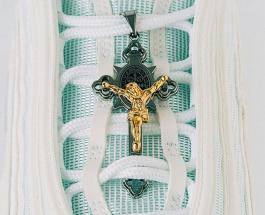 В США выпустили «кроссовки Иисуса» с ликом Христа и со святой водой в подошве