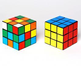Гениальные машины: робота научили одной рукой собирать кубик Рубика